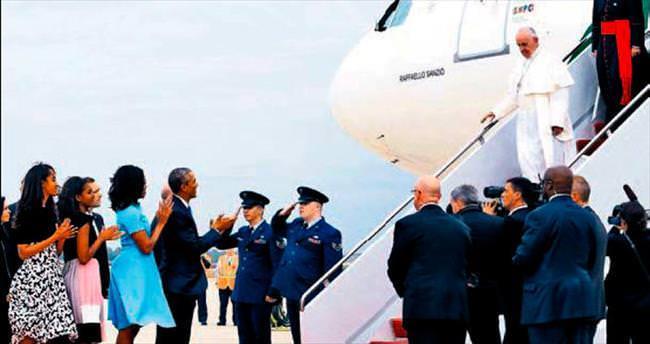 Obamalar Papa'yı ailecek karşıladı