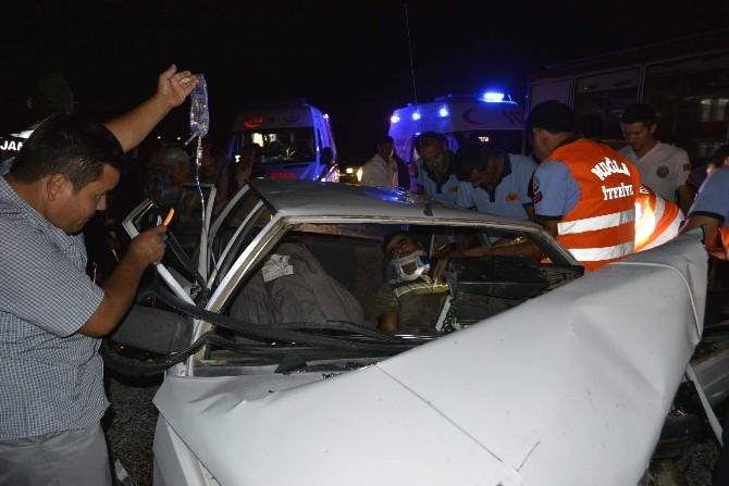 Otomobiller Kafa Kafaya Çarpıştı: 3'ü Ağır, 6 Yaralı