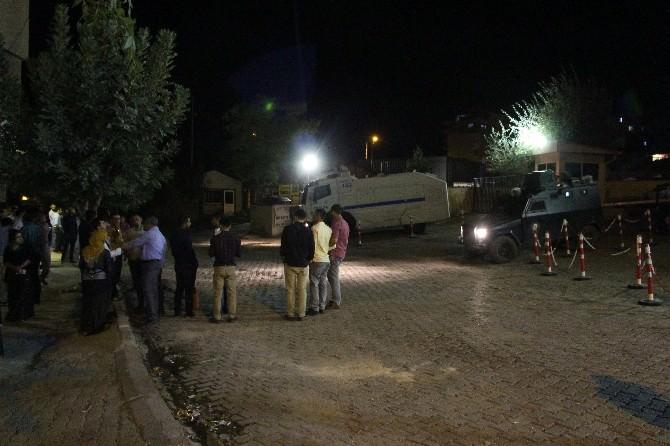 Gözaltına Alınan Canlı Kalkanlar Serbest Bırakıldı