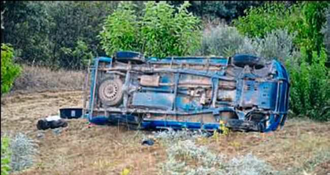 Demirci'de askeri araç devrildi