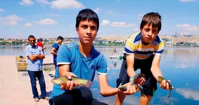 Mogan Gölü can çekİşİyor