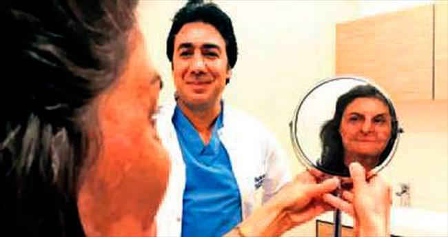 Doktor 'Ayşa'dan dokuyla göz kapağı