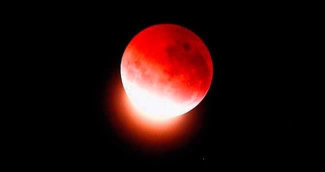Ay kanlı tutuldu