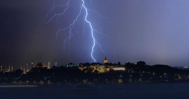 Şiddetli yağmur hava ulaşımına engel oluyor