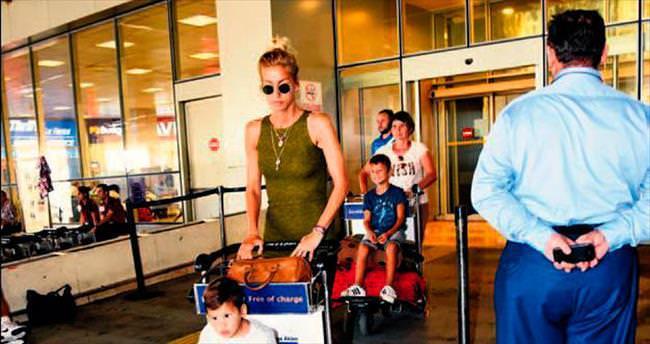 Çocuklar bagaj aracında