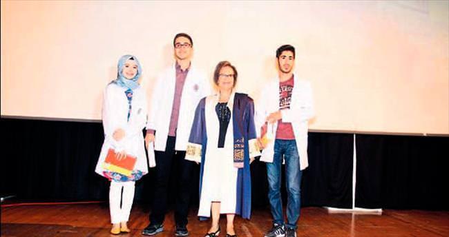 277 yeni öğrenci beyaz önlük giydi