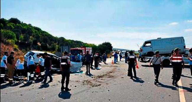 Minibüsle otomobil çarpıştı, 1 kişi öldü