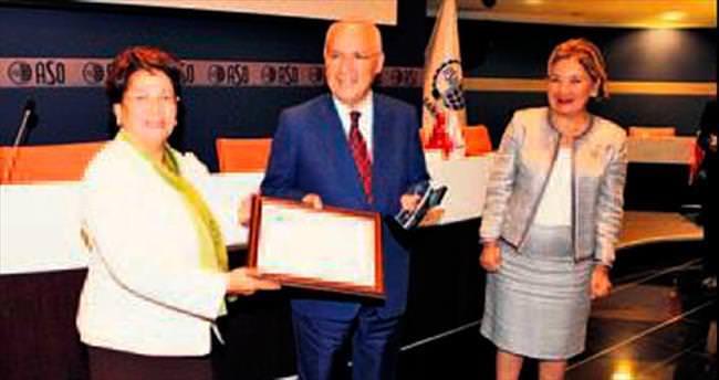 Başkan Yaşar'a etik ödülü verildi