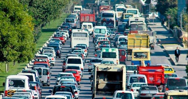 Okulun ilk gününde trafik kâbusu yaşandı