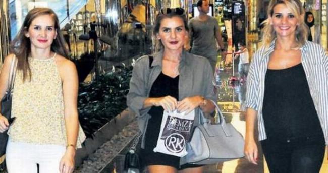 Esra Erol kardeşleriyle alışverişte