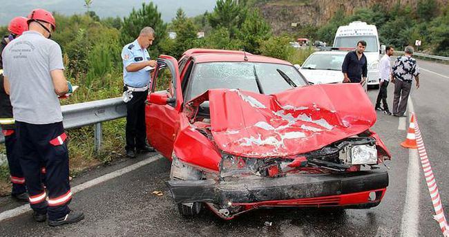 Yolcu minibüsü otomobille çarpıştı: 9 yaralı