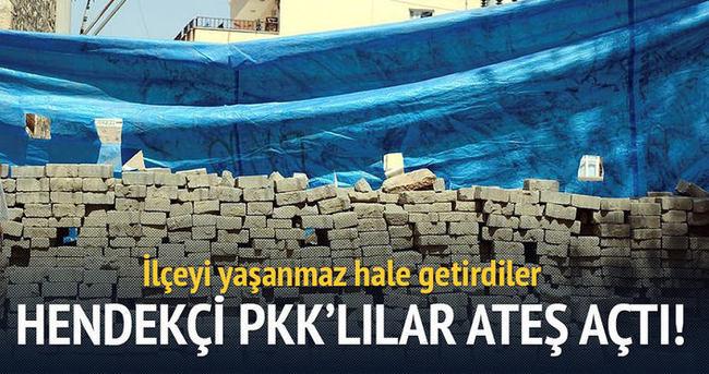 Silvan'da yol kapatan PKK'lılar polisle ateş açtı!