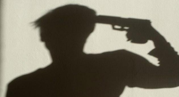 16 Yaşındaki Çocuk Son Kurşunu Kendisine Sıktı