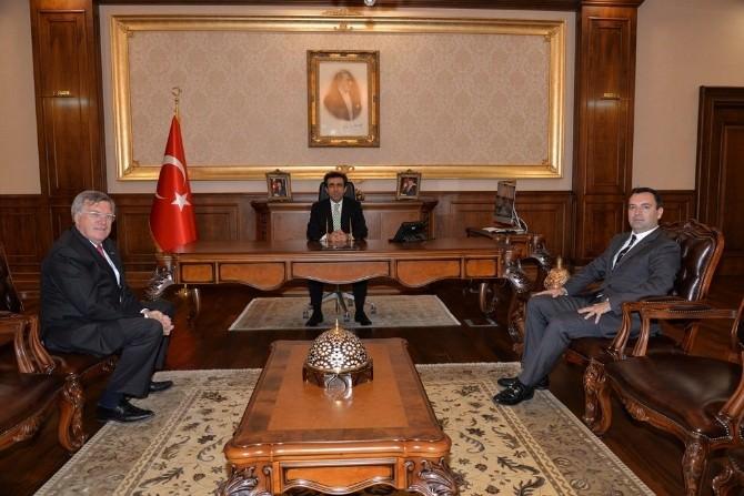 İzgaz Müdürü'nden Vali Güzeloğlu'na Ziyaret