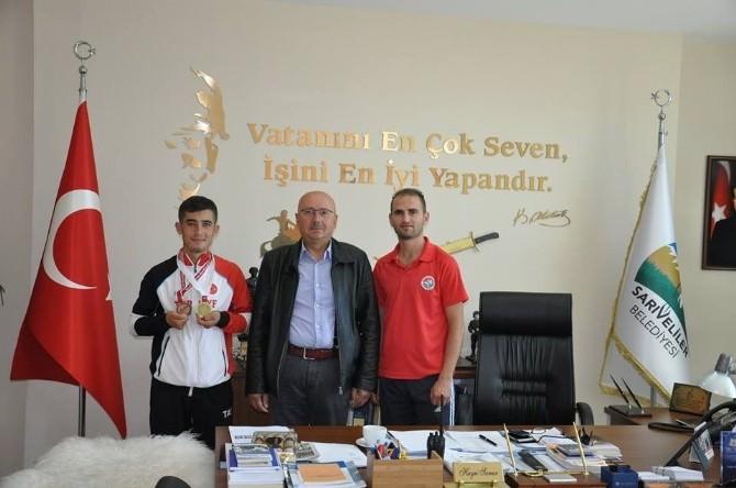 Başkan Samur, Başarılı Sporcuyu Ödüllendirdi