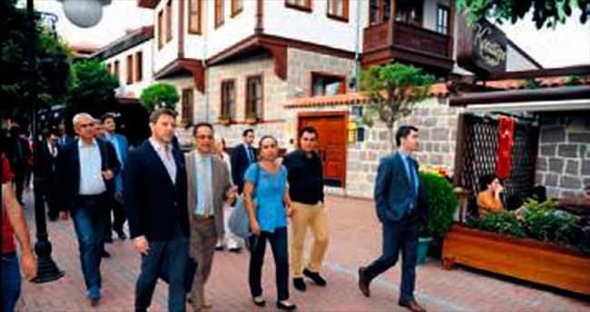 Sırp misafirler Hamamönü'nde
