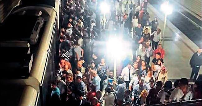 Burası Pekin değil İzmir'in metrosu!