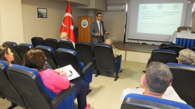 Burhaniye'de Müdür İlban Etkili İletişimi Anlattı