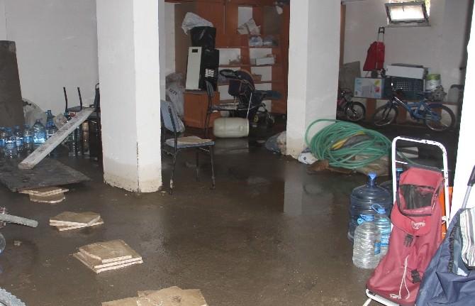 Sağanak Yağış Bozkurt'ta Hayatı Felç Etti