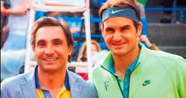 Tenisin yıldızlarıyla korta çıktı
