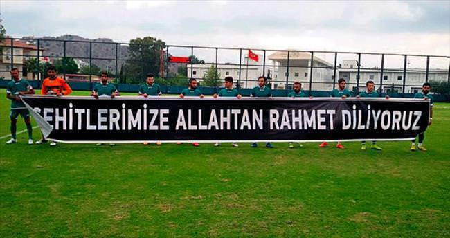 Futbolculardan teröre lanet mesajı