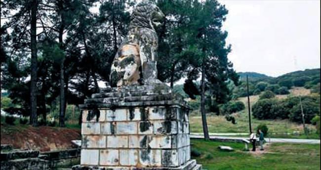 Anıt mezar İskender'in değil komutanının çıktı