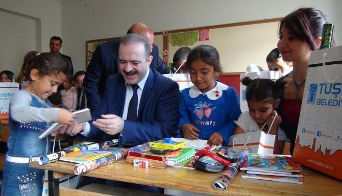 Tuşba Belediyesi'nden 3 Bin Öğrenciye Kırtasiye Yardımı