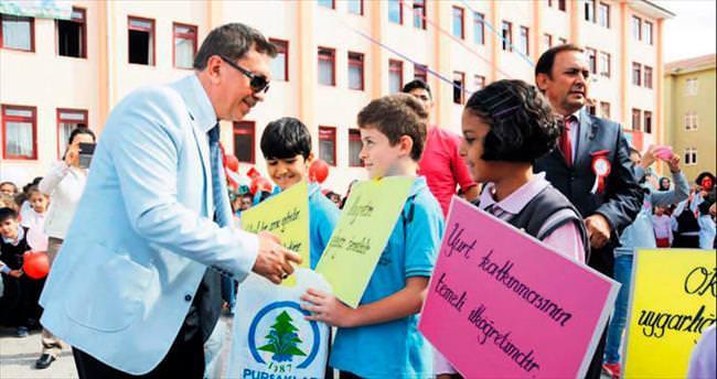 Pursaklar'da 25 bin öğrenciye ücretsiz kırtasiye dağıtıldı