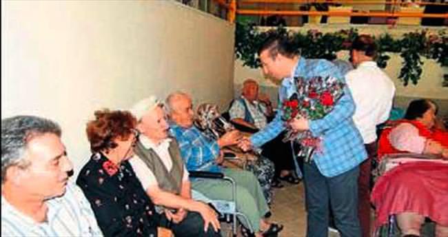 MÜSİAD İzmir yaşlıları unutmadı