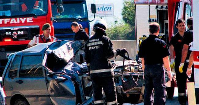 Hastaneye giden çift yolda kazada öldü