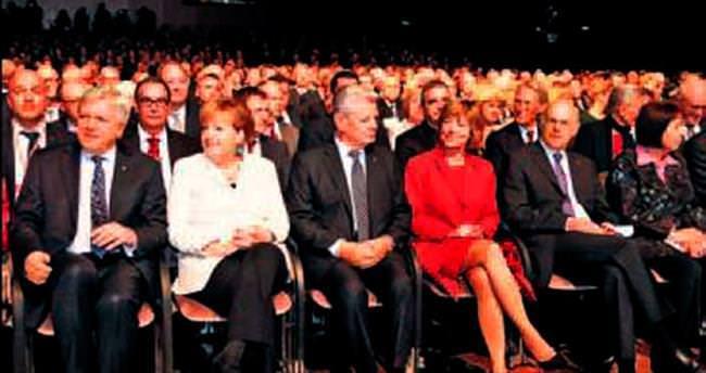 Almanya'da birleşimin 25'inci yılı kutlandı