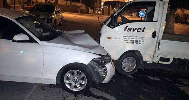 Lüks otomobil park halindeki araçlara çarptı
