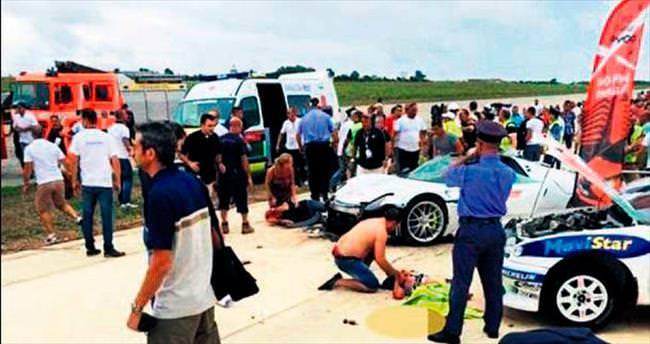 Porsche kalabalığa daldı: 26 yaralı