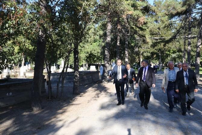 Başkan Çelik'ten Mezarlıkta İnceleme