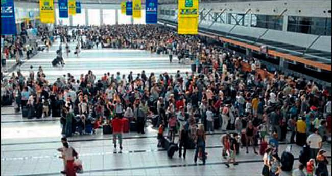 Havayoluyla gelen yolcu bu yıl azaldı