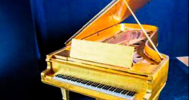 Elvis'in piyanosu satılıyor