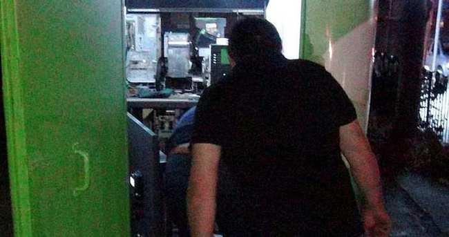 Banka çalışanı, ATM'lerdeki parayı çalıp ortadan kayboldu
