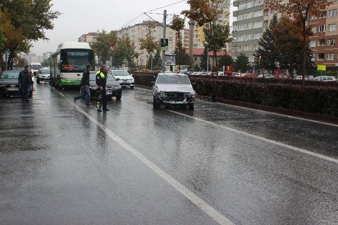 Kayseri'de İki Ayrı Trafik Kazasında 12 Kişi Yaralandı