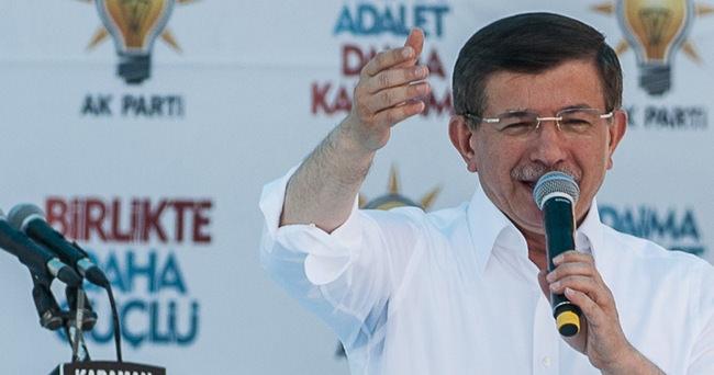 Davutoğlu: HDP terör örgütüyle selfie çekmekten vazgeçsin