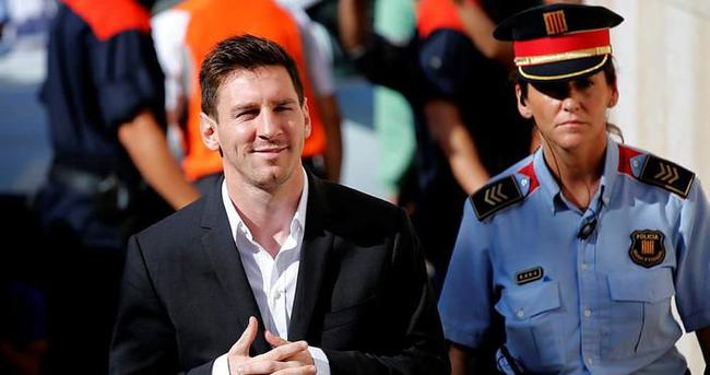 Barcelona'dan Messi'ye destek