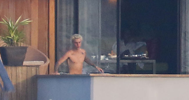 Justin Bieber çırılçıplak görüntüleriyle sosyal medyanın dilinde