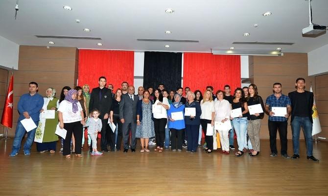 Çiğli'de 412 Kursiyer Sertifikalarına Kavuştu