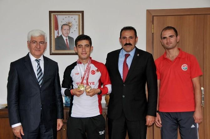 Vali Koca, Başarılı Sporcuları Ödüllendirdi