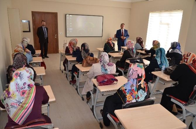 Kur'an Kursu Öğreticilerine Hizmet İçi Eğitim Semineri Düzenleniyor