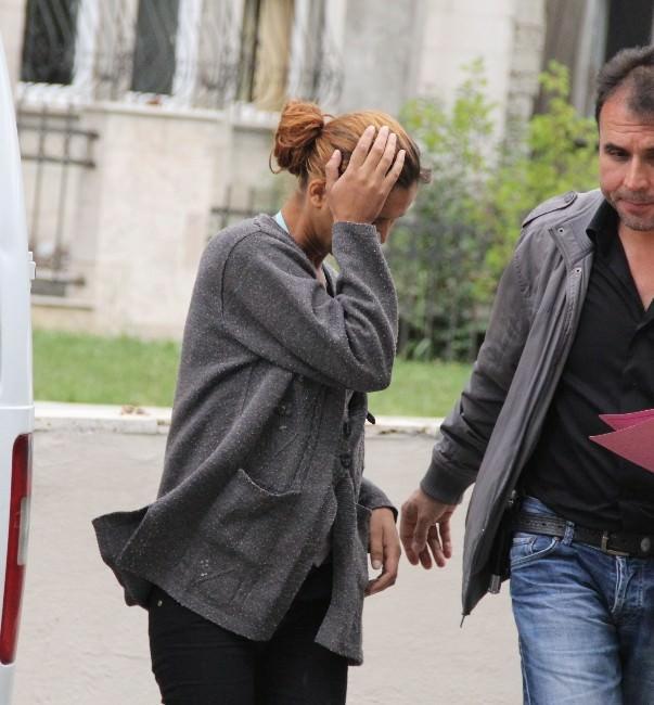 Girdiği Evden 3 Bin Liralık Altın Çalan Kadını Vatandaşlar Yakaladı