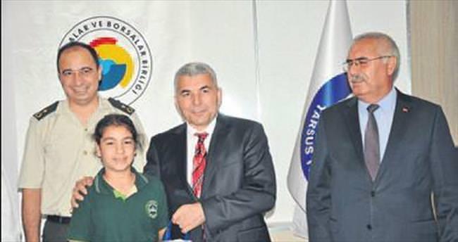 Tarsus Ticaret Borsası 600 öğrenciyi giydirdi