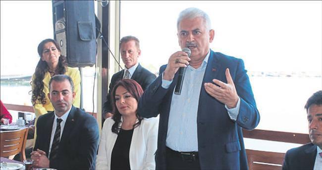 İzmir'in yarışacağı kent İstanbul olmalı