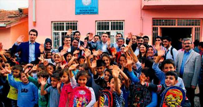 Kardeşlik için 3 bin çocuğa çanta