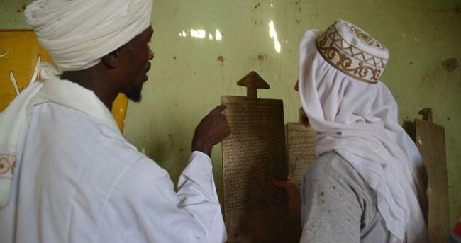 Sudan'da okuma yazma böyle öğreniliyor!