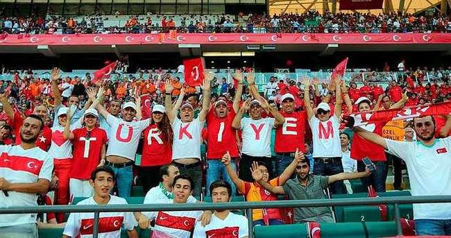 Türkiye-İzlanda maçında stada çanta alınmayacak